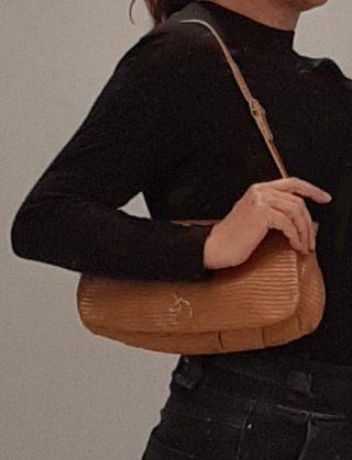 Bolso de mano en piel estampada, marca Lamarthe.