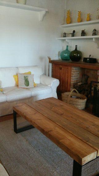 Mesa de madera rústica y hierro vintage