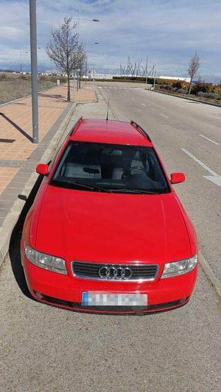 Audi A4 avant 2.4 gasolina del año 2000.