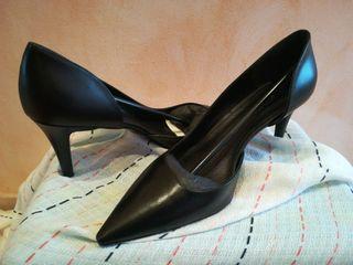 Zapato de piel negro Antonio Miró.