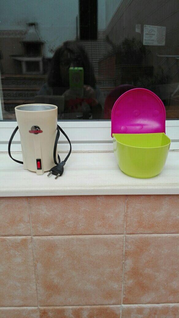 molinillo de café y salero