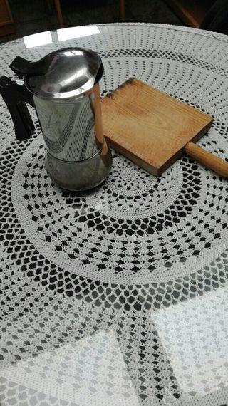 cafetera y madera cortar