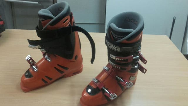 esquis botas de esqui palos de esqui