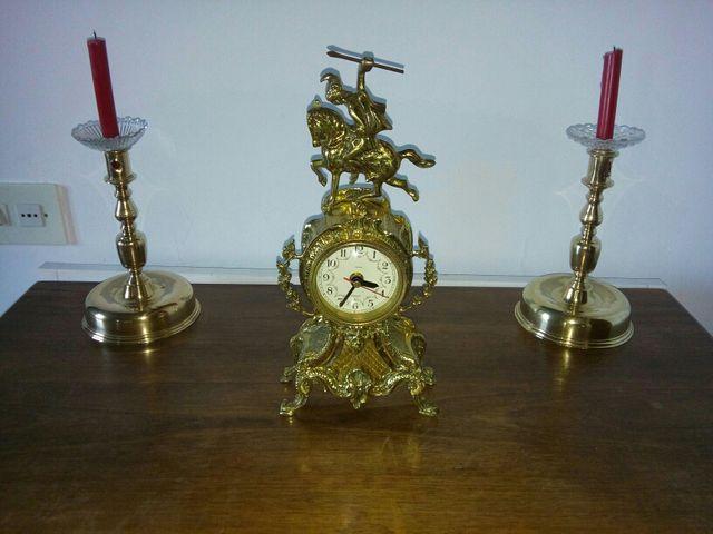 Reloj de bronce antiguo .