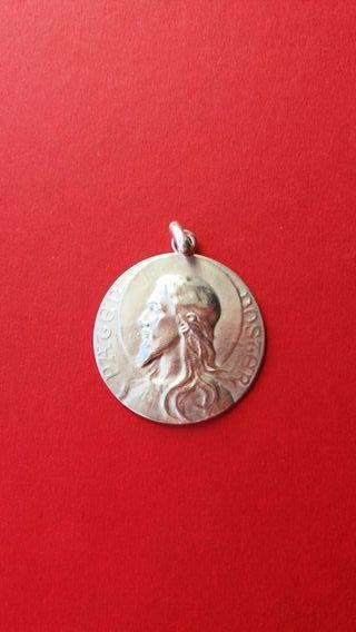 Medalla grande antigua modernista