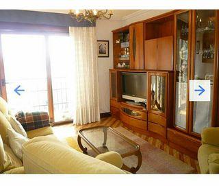 Armario salón madera de cerezo+sofá y butacas