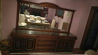 Mueble antiguo y espejo