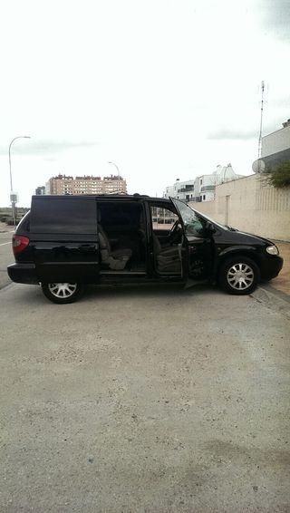 Chrysler Voyager bolomolumen negra