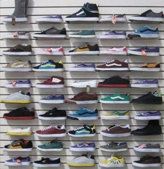 Gran lote de zapatillas Vans. Stock