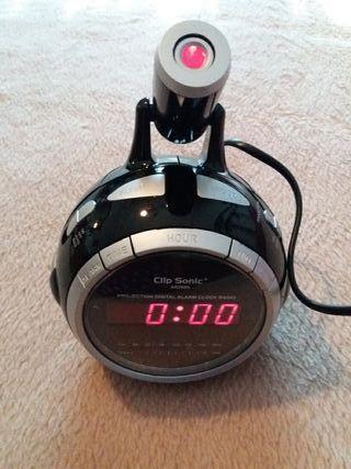 NUEVO. Radio reloj despertador- proyector