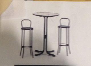 Mesa y dos taburetes