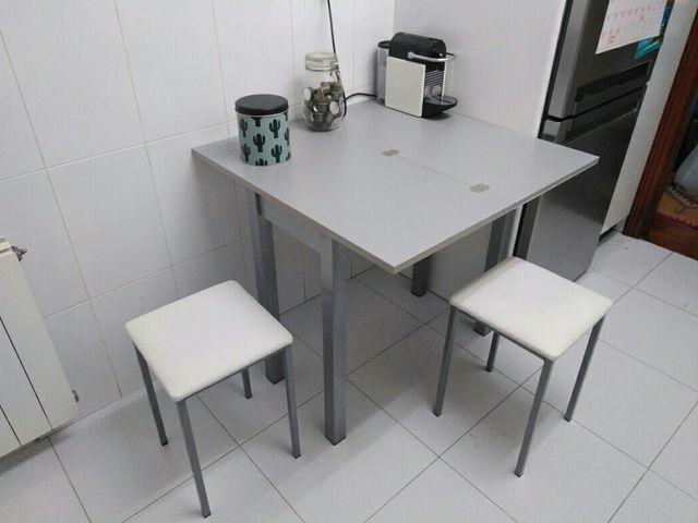 Mesa cocina 2 taburetes de segunda mano por 250 en for Wallapop mesas
