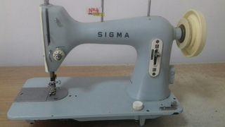 Maquina de coser Sigma p/recto celeste.