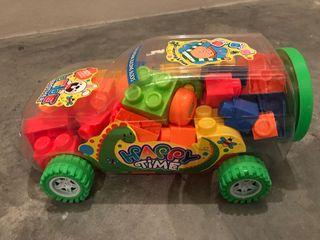 coche didáctico con piezas de construcción