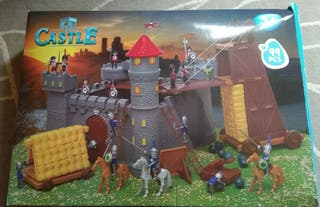 Castillo estilo playmobil y tren