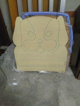 Cabezal de madera forma perro.