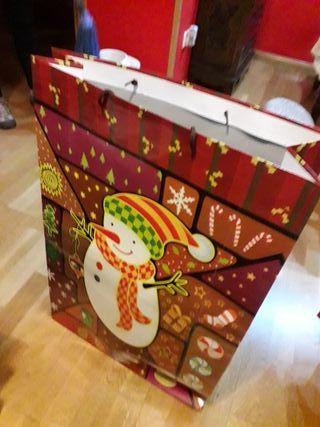 Bolsas grandes de regalos.