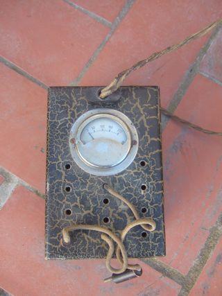 Medidor de corriente antiguo
