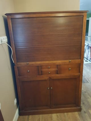 Mueble de televisión colonial .