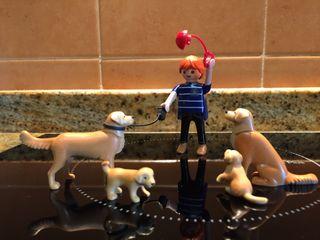 Playmobil muñeco con perros