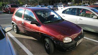 Opel Corsa año 95 de motor impecable de chapa mal