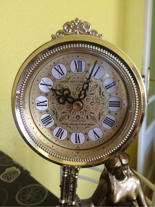 Reloj Rhythm