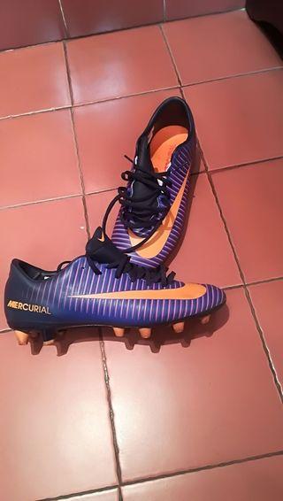 botas de fútbol multitaco