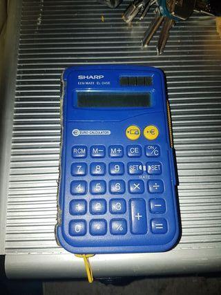 cartera con calculadora echa a mano