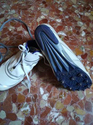 zapatillas de clavos 44