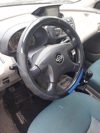 Nissan Almera tino 02 2.2