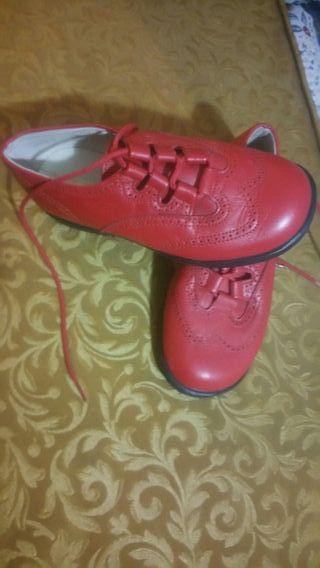 zapatos color rojo