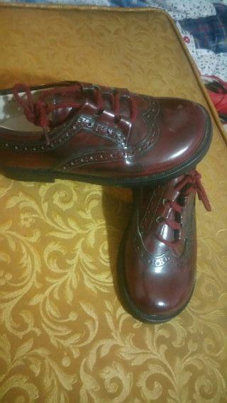 zapatos color rojo burdeos