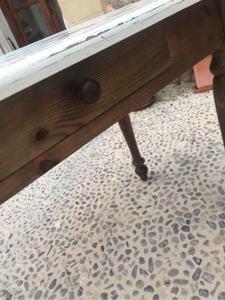 Mesa de madera hecha a mano