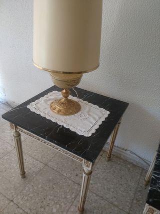 mesas antiguas y lamparas