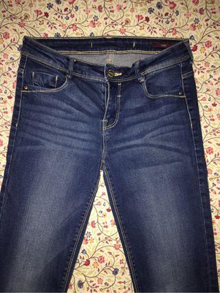 Pantalones Zara de segunda mano en León en WALLAPOP 99aa232b27f