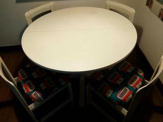 Mesa comedor + 4 sillas del año 74