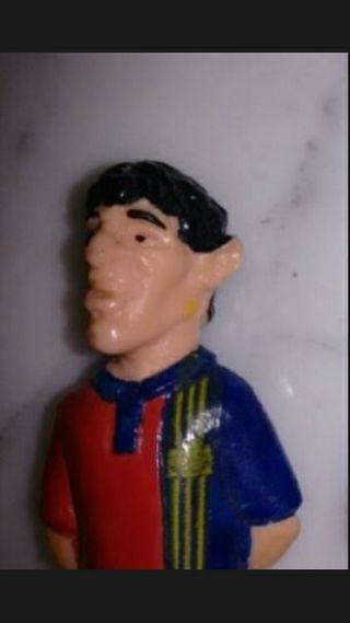 Figura futbolista de goma