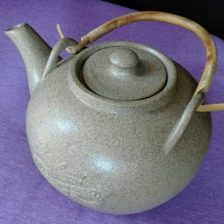 Tetera de porcelana japonesa