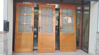 3 puertas de paso con vidriera.