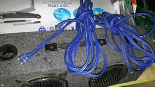caja de soobwofer con cables impecable