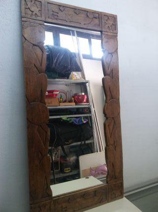 Espejo en talla de madera