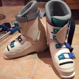 Dos pares de botas de esquí