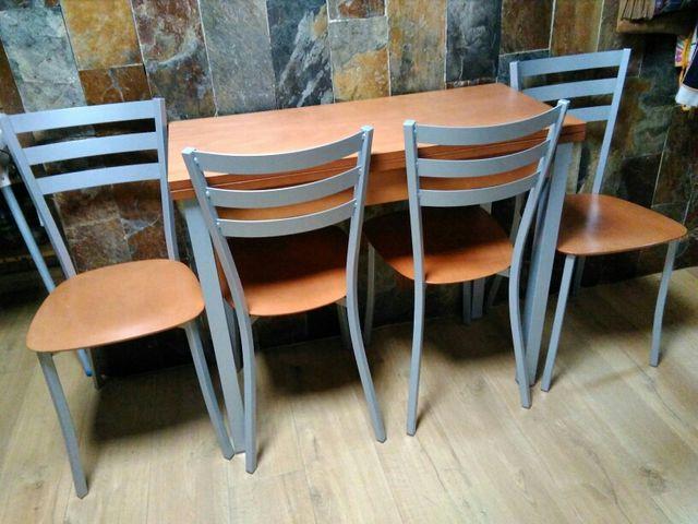 Mesa y sillas cocina de segunda mano por 250 € en Valladolid en WALLAPOP