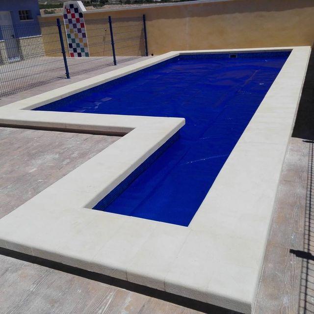 Manta termica piscina lona de burbujas de segunda mano por 7 en la estacada en wallapop - Burbujas para piscinas ...