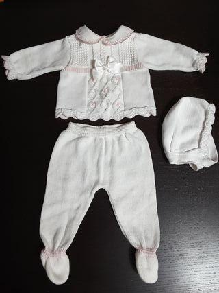 conjunto bebe recien nacido blanco y rosa.