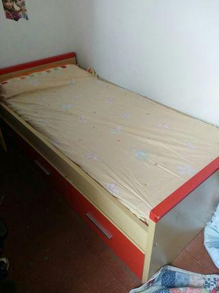 cama con tres cajones