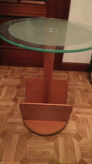 Mesa, c/ revistero, vase cristal impecable