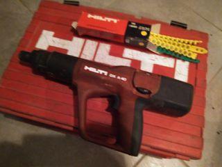 pistola clavadora hilty