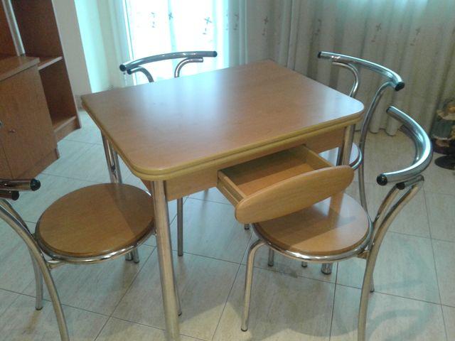 Mesa cocina/comedor con 4 sillas de segunda mano por 70 € en El ...