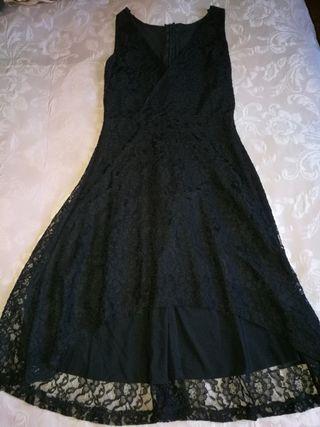 Precioso vestido de encaje a estrenar con cola